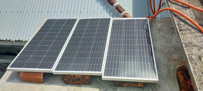太陽光発電、RENOGY100Wソーラーパネル仮設