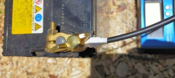 バッテリーマイナスへ丸形端子接続