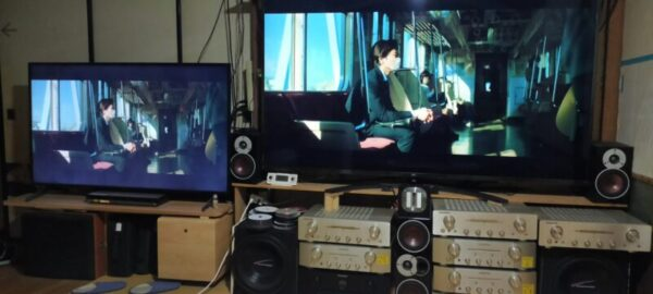 55インチ液晶TV(左)75インチ液晶TV(右)