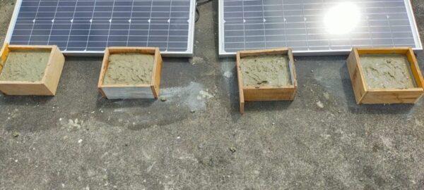 木枠にコンクリート流し込む