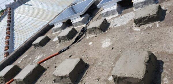 ソーラーパネル架台自作とソーラーパネル接続方法