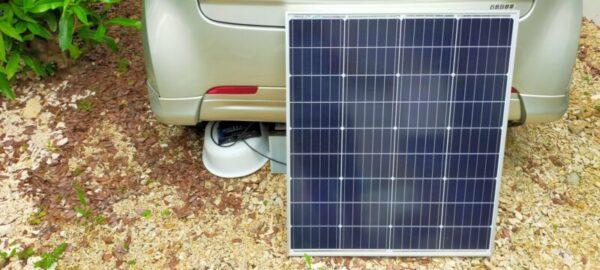 太陽光発電で蓄電池(バッテリー)を充電中