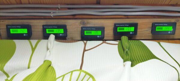 電圧計が5つ