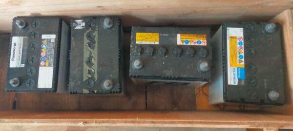 バッテリー 40B19が4つある