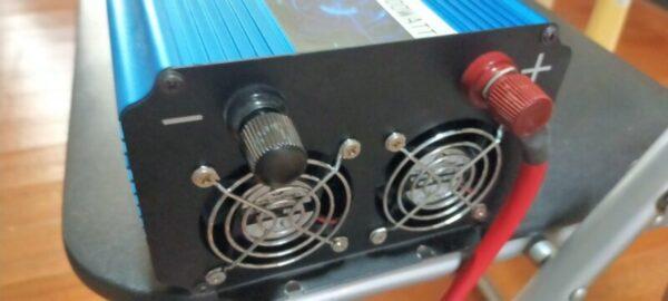 正弦波インバータープラスへケーブルを接続