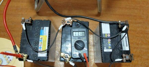 蓄電池と正弦波インバーターを使った実験!扇風機/液晶TV55型/ノートパソコンを同時に動かす。11.16V実験終了