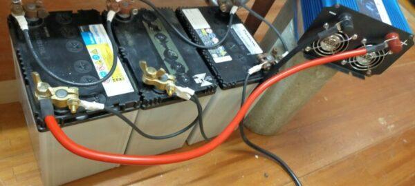 正弦波インバーターと蓄電池を繋ぐ