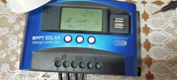 少し曇りでソーラー発電が低下12.4v安定して家電を動かしている