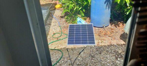 日陰がソーラーパネルに近づいて発電効率が落ちるため移動する