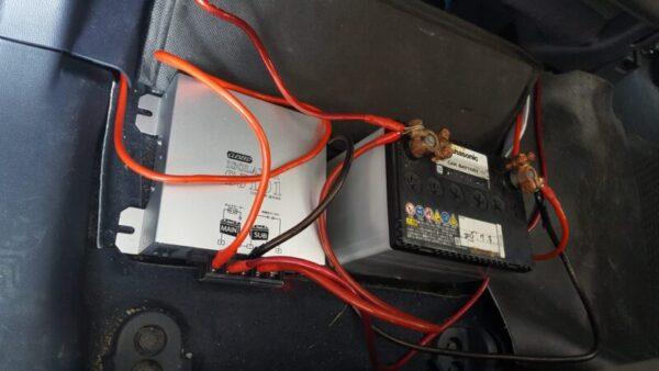昔乗っていた自動車に搭載した走行充電器(サブバッテリーシステム)