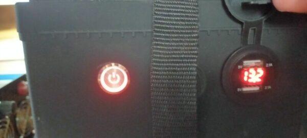 実験終了!リン酸鉄リチウムイオンバッテリー付属の電圧計13.2V