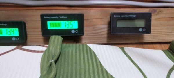 「寿命かな?リン酸鉄リチウムイオンバッテリー12V」保護機能が働き電圧計も取り外す