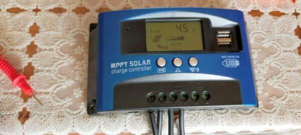 MPPTチャージコントローラー電流4.5Aで充電している