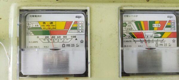 電圧電流アナログメーター14.5V前後35A充電